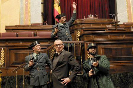 Le colonel Tejero aux Cortès, lors de la tentative du coup d'État du 23 février 1981