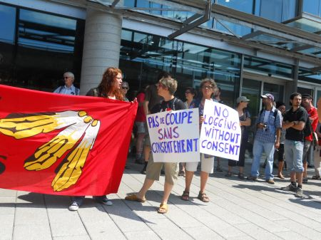 Montreal rallies in support of Algonquin of Barriere Lake