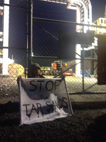 Activists lock-down at Montreal oil refinery to protest Enbridge's Line 9, Alberta tar sands