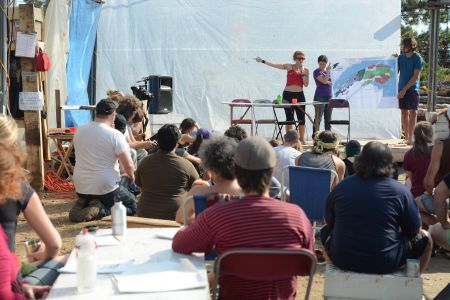 A workshop at the camp. (Photo: Yohann Ducasse)