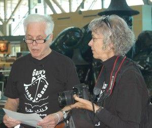 [photo: Jim Manly et sa conjointe Eva en conférence de presse.]