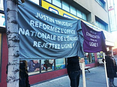 Banners in front of Trudeau's Montreal office, November 23. EN translations: [left banner] Justin Trudeau, reform the National Energy Board, reject Line 9. [right banner] No consultation, No Line 9. (Photo credit: Daphne Ben David)
