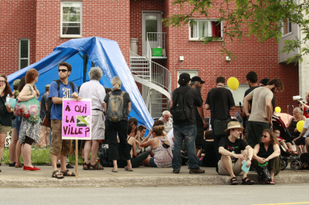 More than 100 people took part in an occupation of a vacant lot in Montreal's southwest, demanding the city put aside more land for social housing. PHOTO: Arij Riahi.