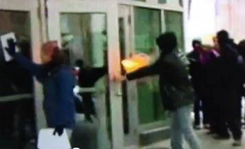 Agression de l'État sur un manifestant
