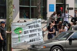 Des militants rassemblé.e.s devant le bureau de Carole Poirier (photo grâce à: https://www.facebook.com/GLOBALEACTIVISTE)