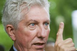 Duceppe's Double Standard: Praise for Sovereignist Billionaire, Condemnation of Federalist Millionaire