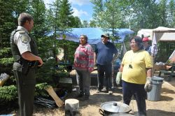 Provincial police threatens Algonquins of Barriere Lake with arrest for protesting logging